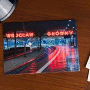Wroclaw główny dworzec pkp neon wrocławski druk offsetowy pociąg tory kolejowe pamiątki pamiątka widokówki wrocławskie polska